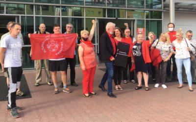 Demonstracja solidarnościowa pod pralnią firmy Vector